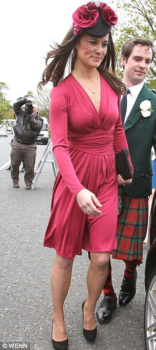 Subtle,sophisticated, copy Pippa Middleton's wedding guest style with this N dress http://www.newlook.com/shop/womens/dresses/n-and-willow-purple-nodo-dress_254293855 http://pic.twitter.com/2qOhdFTW  N and Willow Purple Nodo Dress  £36.99