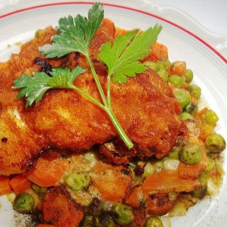 Rántott csirkemell zöldségkörítéssel