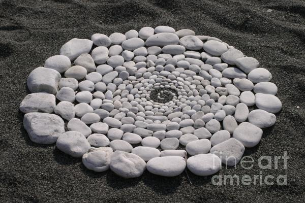 around our tree.Gardens Ideas, Covers Stories, Stones Spirals, Front Yards, Front Doors, Artists Inspiration, Beautiful Stones, Crafty Diy, Sacred Spirals