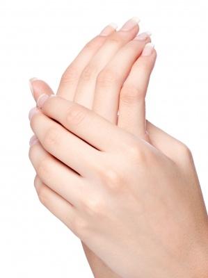 Unghii cu gel UV, acrilice sau manichiură clasică?