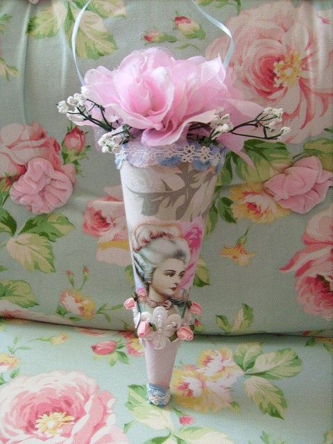 Le cornet de fleurs décoratif Marie Antoinette