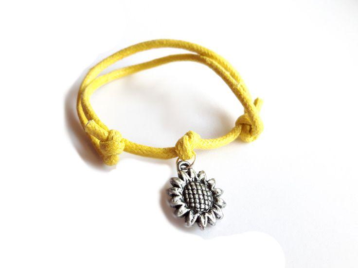 Żółta bransoletka sznurkowa ze słonecznikiem w estoresa na DaWanda.com