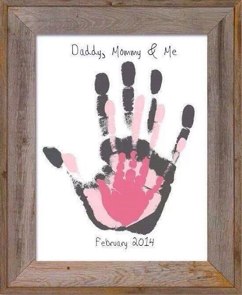 """daddy mommy me"" hand print Get a frame with a CANVAS MAT (avail on Amazon or locally) then just pick out a different paint color for each hand-print as seen here!  E-Z!!"