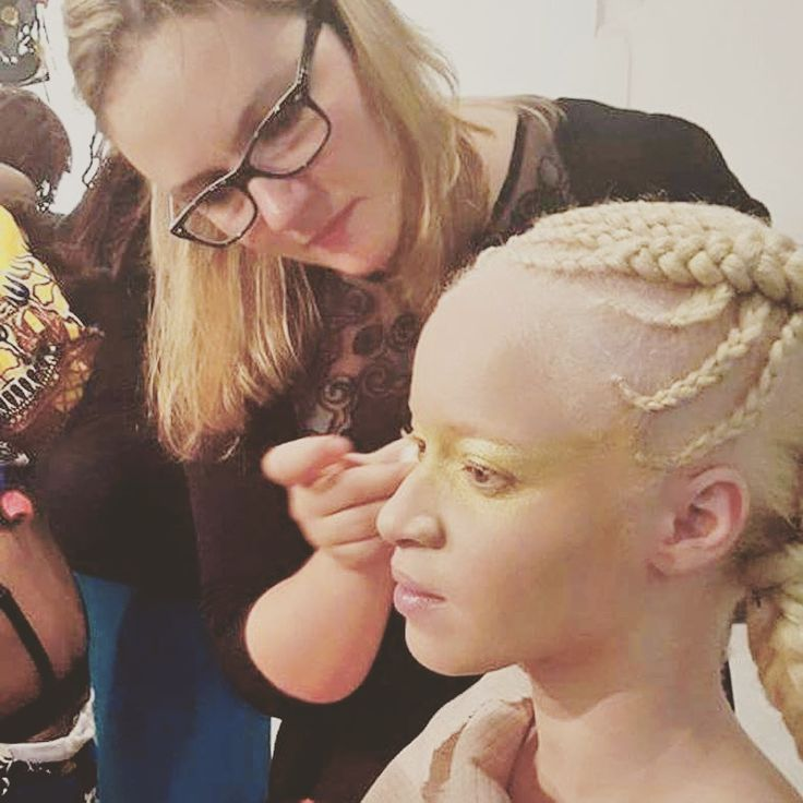 Backstage Shooting #RTMMake-up : Typaine PeronHair style : Naidy…