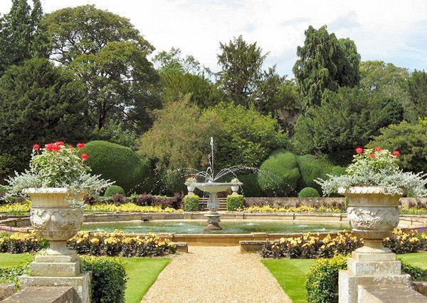 A beautiful italian garden photo for Italian garden design