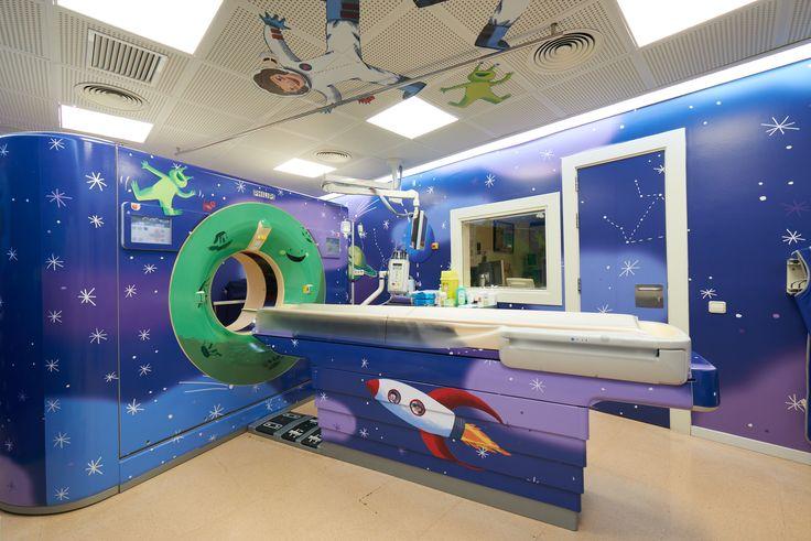 Une salle d'examen relookée en zone spatiale