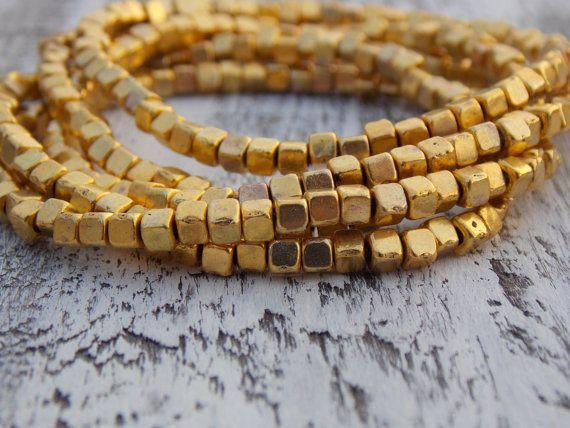 Bracelets de perles or lot de 5 pile Bracelets par NickiLynnJewelry