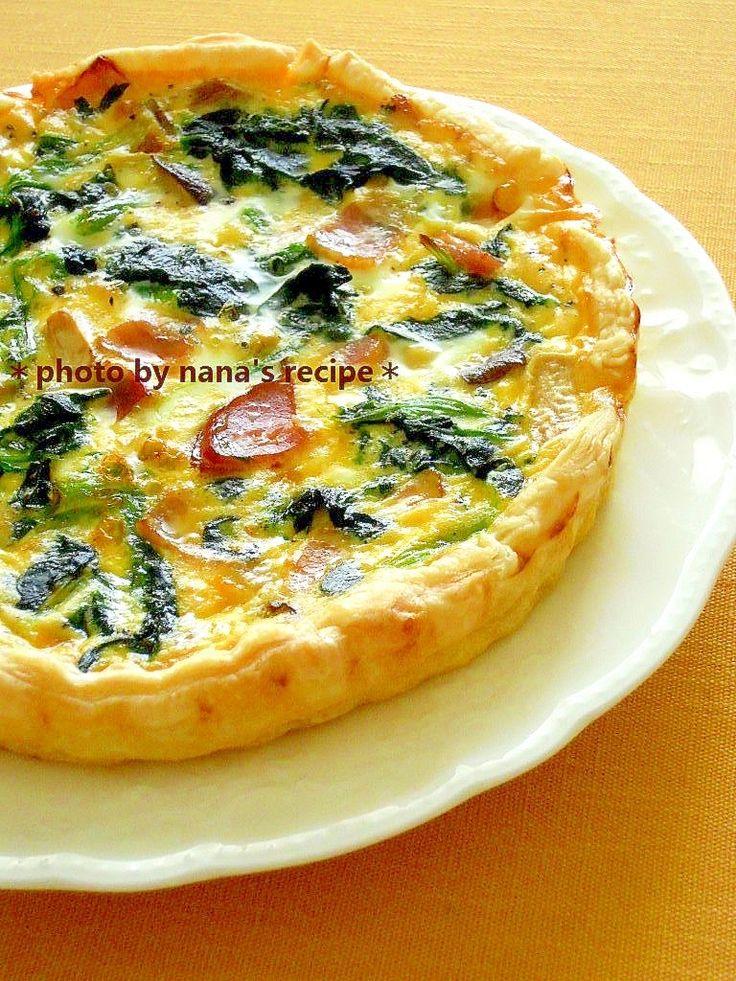 「パイ生地でちぢみほうれん草とエリンギのキッシュ」パイ皿は取り出しやすいシリコン製を使っています。卵液にしっかり目に塩を効かせた方が味が締まります★【楽天レシピ】