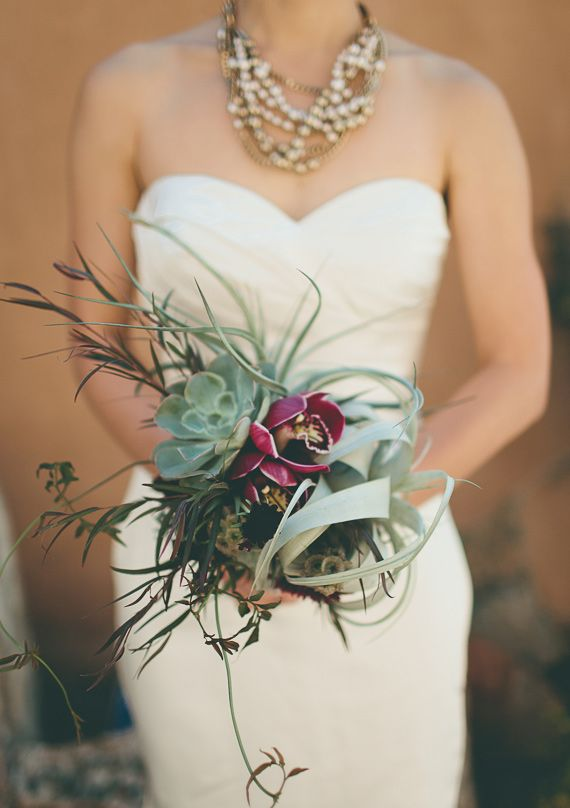 Love this desert inspired #wedding bouquet...it's so elegant! From http://100layercake.com/blog/2013/03/14/urban-santa-fe-desert-wedding-sabrina-john/ Photo Credit: http://karenkristian.com/ and http://articulatephoto.com/index2.php#/home/