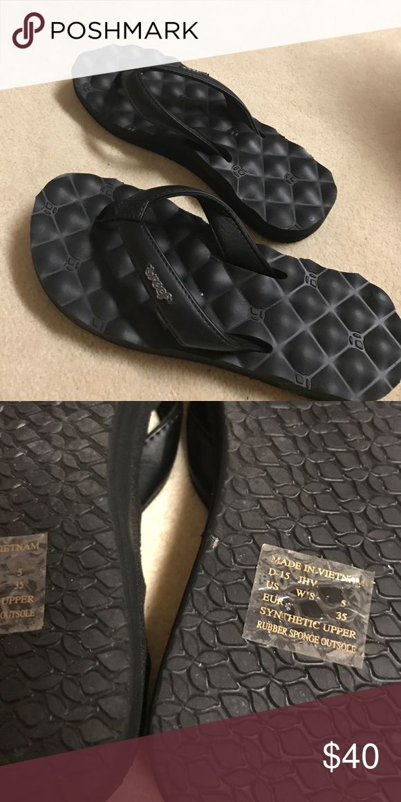 BNWOT Reef slippers Took tags off and too small for my daughter. Brand new. Very comfy- pillow/cushion top. Reef Shoes Slippers