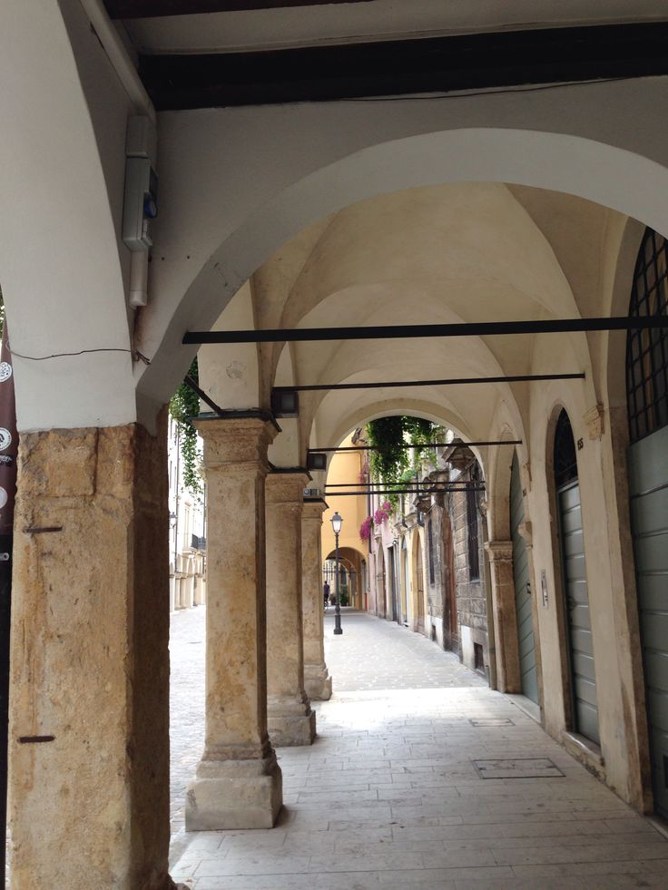 I portici di Corso Fogazzaro
