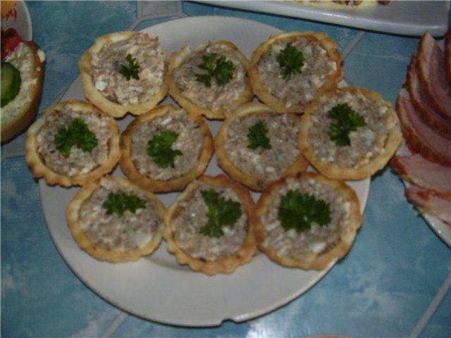 Салат в тарталетках из курицы