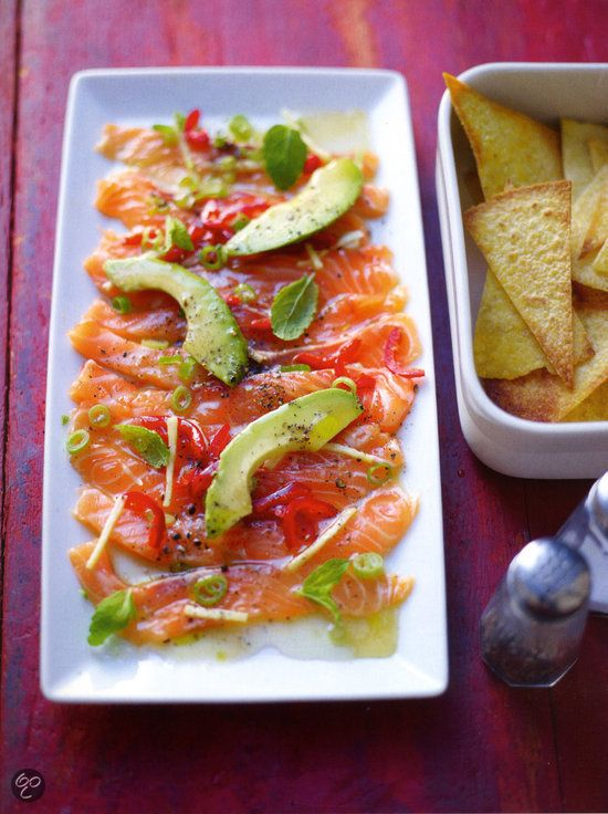 Simpele zalmceviche met tortillachips uit Fast, fresh & easy, Lorraine Pascale. #Salmon