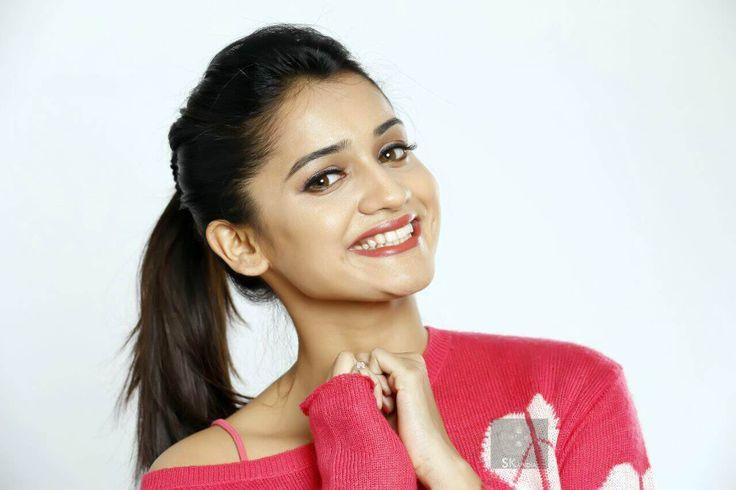 Hruta-Durgule-Marathi-Actress-Photos.jpg (1280×853)