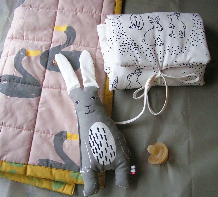 Soft and sweet Silk screened by hand Pretty swan quilt, mr rabbit mini and rabbit changing mat #normadot #rabbit #babyessentials #bunny #swan #changingmat #silkscreendesign #babygifts #danskdesign #danishdesigner