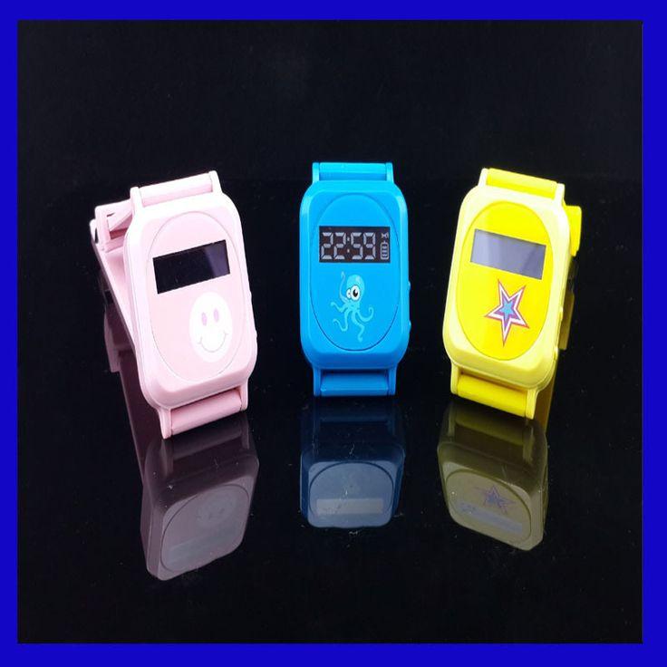 Дешевое Бесплатная доставка GPS трекер для детей / ребенка / пожилых / смарт GPS часы / браслет / браслет с конфеты цвет анти потерял с зарядное устройство, Купить Качество GPS-трекеры непосредственно из китайских фирмах-поставщиках:  Мини-конфеты цвет GPS GSM GPRS малыш часы GPS трекер  Трекер для детей пожилых людей Бесплатная красочные мини-банк сил