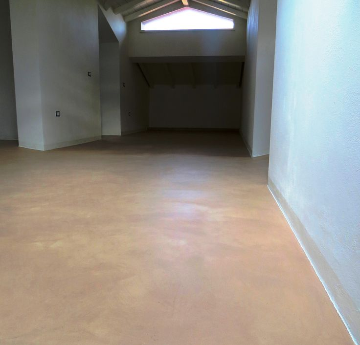 pavimento con cemento ad effetto patinato