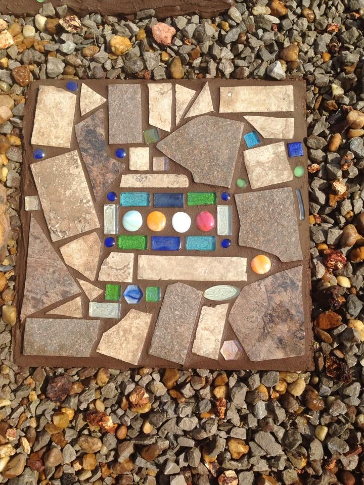 Mosaic Stone Cement : Mosaic stepping stone from an old faded paver gardening