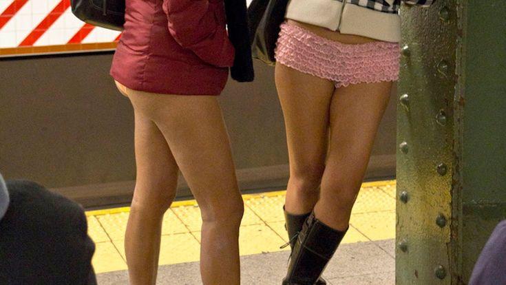 Miles de personas en 59 ciudades de 27 países, hasta el año pasado, celebran el No Pants Subway Ride :)