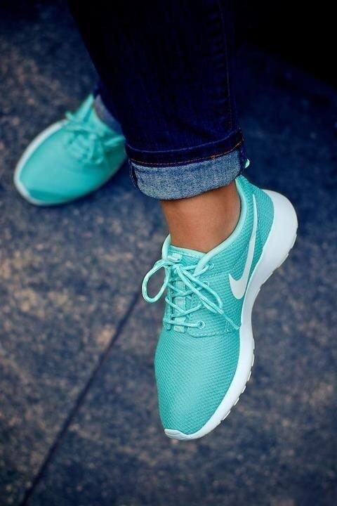Tiffany Blue Nike Roshes. I NEED these!