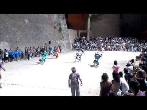 Santarcangelo di Romagna  - i giochi di una volta alla sferisterio
