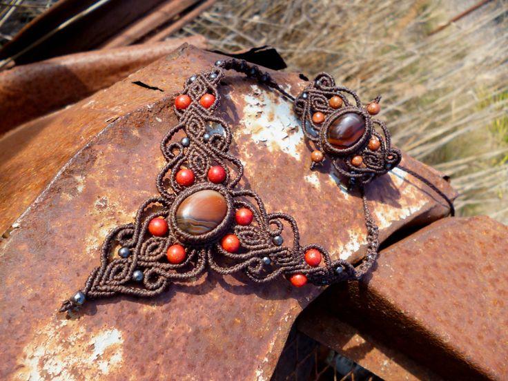 Ras du cou en macrame marron avec cornaline et corail, collier boheme, collier hippie, collier pierres semi precieuses. de la boutique BelisaMag sur Etsy