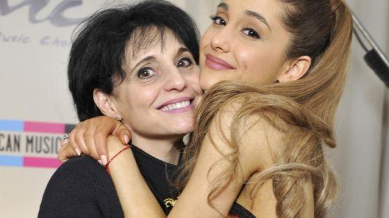 Mãe de Ariana Grande responde apelo de fãs  para mudar a data do show no Brasil #ArianaGrande, #Brasil, #Cantora, #Mundo, #Nacional, #Pop, #Show http://popzone.tv/mae-de-ariana-grande-responde-apelo-de-fas-para-mudar-a-data-do-show-no-brasil/