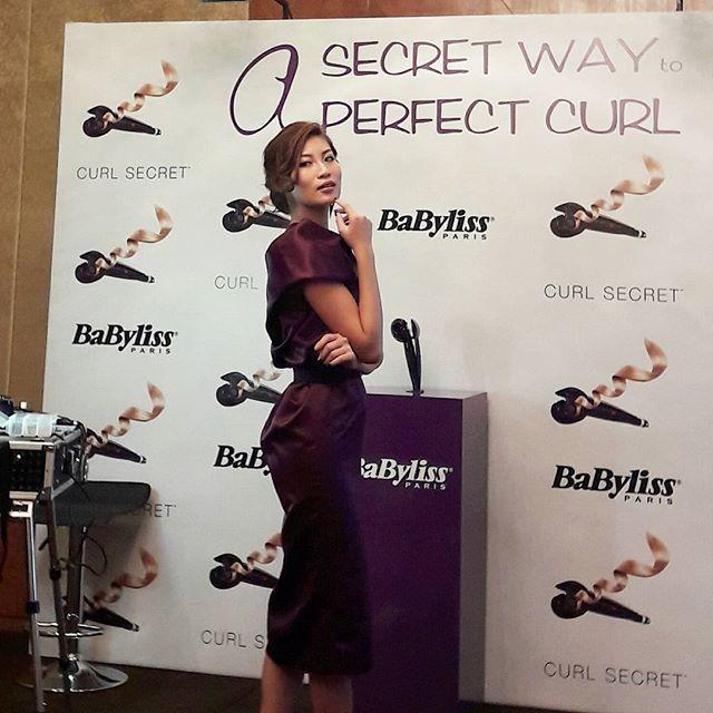Ssst @patriciagouw membagi rahasianya untuk membuat tampilan rambut keriting sempurna. The Babyliss Curl Secret adalah kuncinya! Dengan teknologi Auto Curl proses pengeritingan rambut menjadi lebih mudah karena alatnya bekerja secara otomatis dan hasilnya bertahan lebih lama Grazia Bella. #babylissparis #curlsecret #GraziaIndonesia #GraziaBeauty  via GRAZIA INDONESIA MAGAZINE OFFICIAL INSTAGRAM - Fashion Campaigns  Haute Couture  Advertising  Editorial Photography  Magazine Cover Designs…