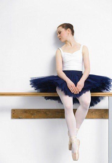 Les 25 meilleures id es de la cat gorie vetement danse for Danse classique adulte