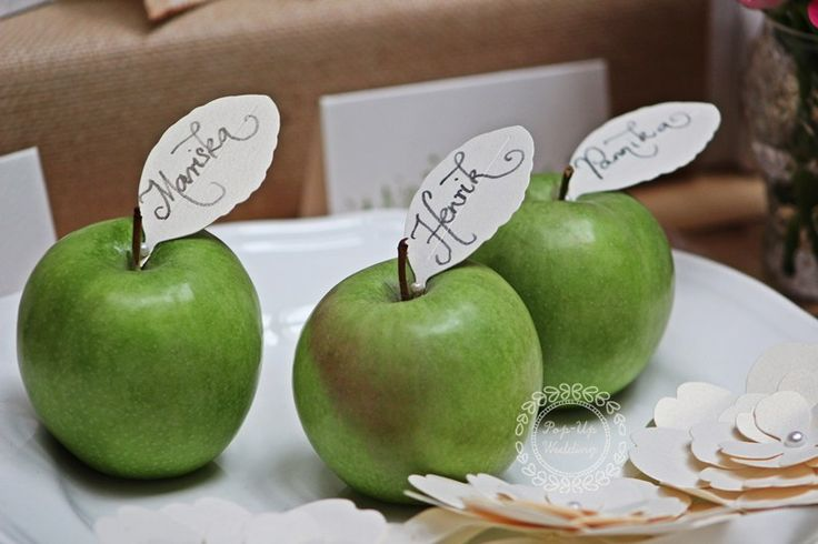 """Falevél alakú ültető""""kártyák"""".  #ültetőkártya #esküvőidekoráció #weddingplacecard #weddingescortcard,  info@popupwedding.hu, www.popupwedding.hu"""