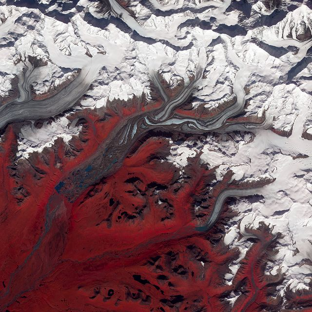Susitna Glacier, Alaska NASA image acquired August 27, 2009 Like rivers of liquid water, glaciers flow downhill, with