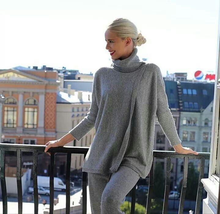Winter essentials: comodi, classici e confortevoli maglioni di stefanel , un caldo abbraccio lungo tutto il giorno  #stefanel #stefanelvigevano #looks #lomellina #piazzaducale #vigevano #look #lookdonna #outfits #outfitoftheday #lookoftheday #foto #instalook #fallwinter2016 #grey #model #lana #wool #abbraccio