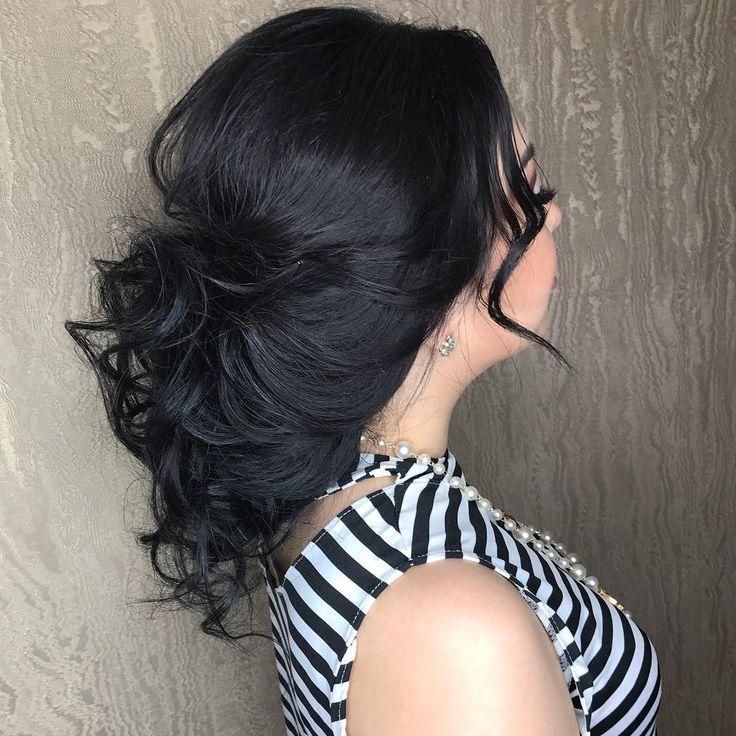 Вечерняя причёска в моём исполнении! ❤️ У девушки были очень длинные и очень густые волосы. ������Моя задача заключалась в том, чтобы собрать их быстро и красиво. ���� Как думаете, получилось? ����♀️����♀️����♀️❣️❣️❣️ Вообще в работе я люблю не спешить, но здесь пришлось! �� Вопрос в тему: сколько среди вас длинноволосых и сделали бы вы такую причёску? �� #beautifulhairstyle #hairstyle #прически #прическибишкек http://gelinshop.com/ipost/1521586345146222657/?code=BUdwrgdhohB