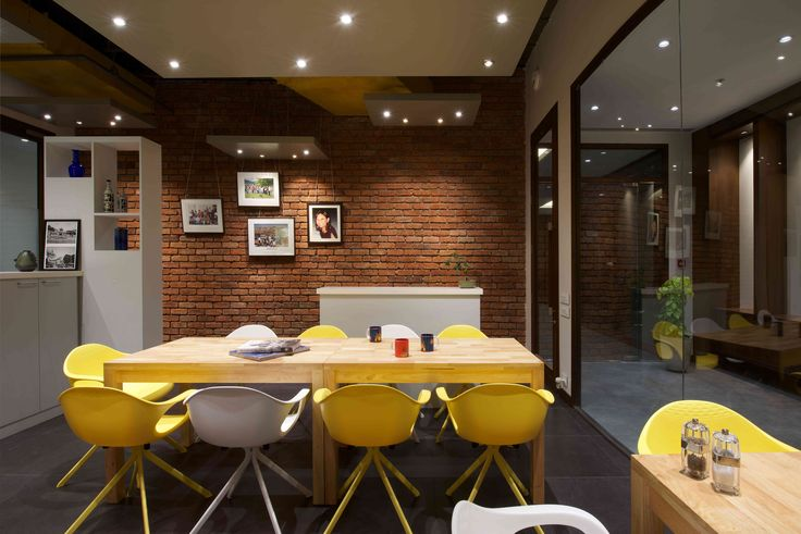 Cafetaria in office - yellow theme