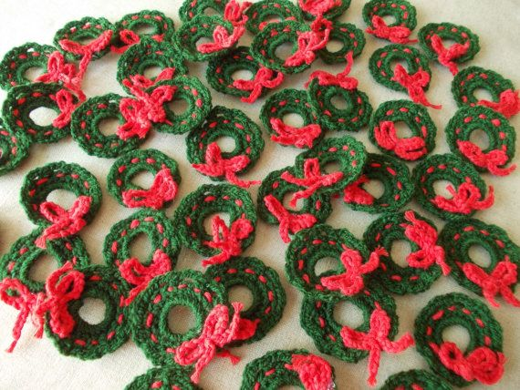 Small Christmas Wreath Crochet applique Crochet by ColorificThings, $9.90