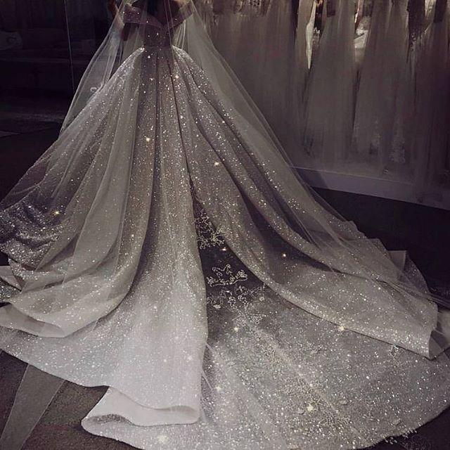 #Hochzeiten #Hochzeitskleider Einfach spektakulär ,