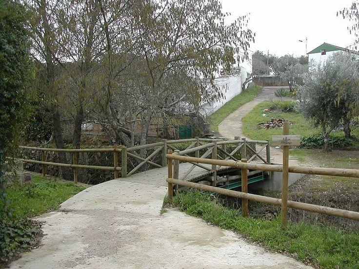 El Puente sobre el Arroyo Abrilongo en El Marco, pedanía de Alburquerque aunque muy cercana a La Codosera, podría ser el Puente Internacional más pequeño de... ¿El Mundo?