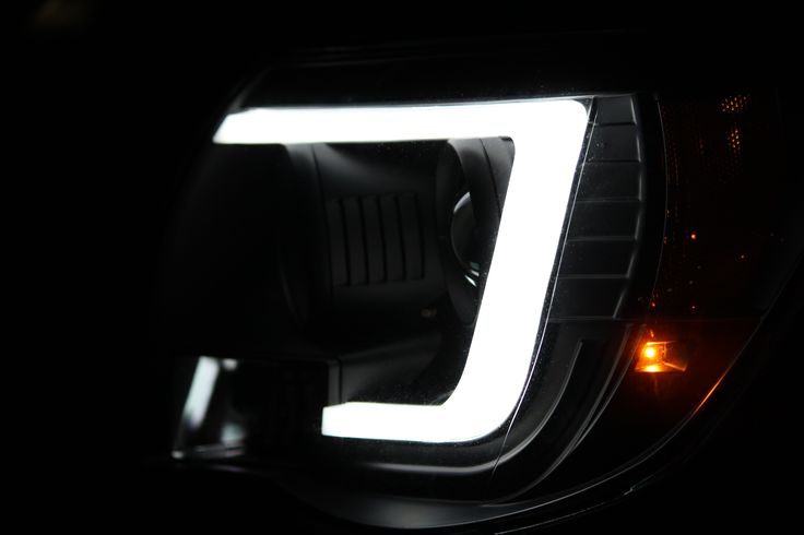05-11 Toyota Tacoma Projector Headlights Light Bar DRL