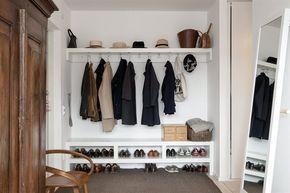 Fin hall med garderob för ytterkläder