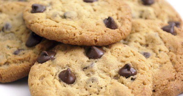 Découvrez en vidéo la recette des cookies aux pépites de chocolat sans gluten et sans lactose à faire avec vos enfants!