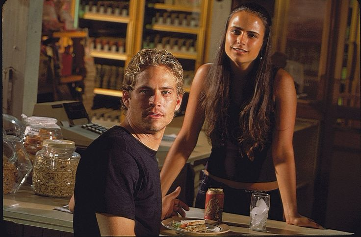 Jordana Brewster and Paul Walker in Halálos iramban (2001)