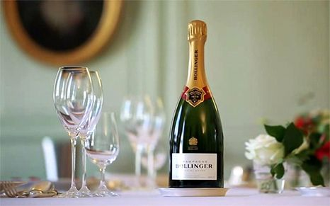 LIFE CAN BE PERFECT Magazine by Bollinger - A taste of summer - Since sunny days are in town, time has come to get the taste buds ready for the summer rhythm! The American magazine Food & Wine has concocted, for Bollinger Special Cuvee, a perfect pairing that matches freshness and acidity.