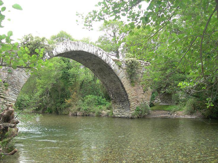 Corsica - Ponts Genois - Moltifao (Haute-Corse)  - Pont génois de Caccia, près du lieu-dit Pontare, passe sur l'Asco.