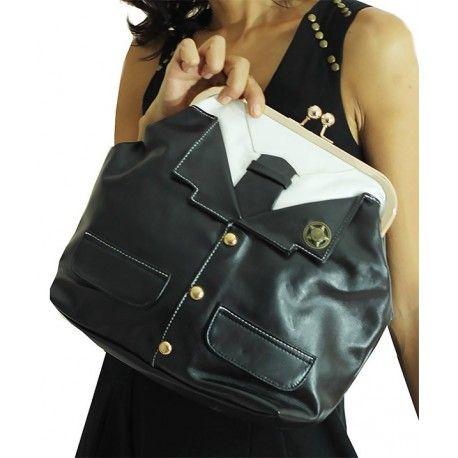 www.modamot.com Özel Tasarım Çantalar - Special Design Accessories Boy : 32cm  En : 40cm  Taban : 12cm Tek fermuarlı, suni deriden hazırlanmış vintec model çantadır. İç bölümde bir tane fermuarı vardır tek gözlüdür. Sarı zincirli.