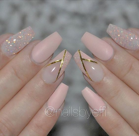 Nude & Glitter Wedding Nails for Brides / www.himisspuff.co