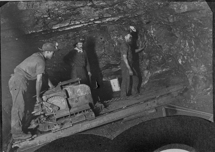 024978PD: Coal miners using a Sullivan coal cutter at the Collie Proprietary Collieries, 1909 http://encore.slwa.wa.gov.au/iii/encore/record/C__Rb3507771?lang=eng