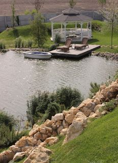 Amenajari gradini cu lac, iaz cascada, gradina cu deal. Arhitect peisagist alexandru Gherorghe. Gradina cu lac, iaz cu pesti, chiosc, pavilion de vara, ponton, lac, sezlong, lounge. Cascada, deal, stabilizare teren in panta.