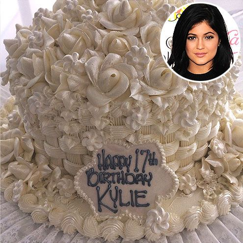 The Slice is Right! The Best Celebrity Birthday Cakes | KYLIE JENNER | It looks like a metallic gold cake wasn't enough for the reality star, who turned 17 on August 10. She also celebrated her big day with a white flower confection from Hansen's Cakes in Los Angeles.