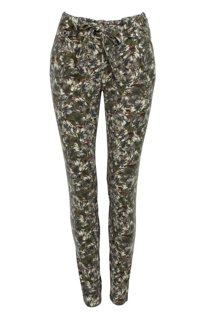 #whoswho #greenbird #abudhabi #abudhabistyle #abudhabifashion #dubai #dubaistyle #dubaifashion #marinamall #womenswear #casualwear #spring2014 #summer2014 #springsummer2014 #ss14 #laceprint #laceprintpants #pants #skinnypants #skinnyjeans