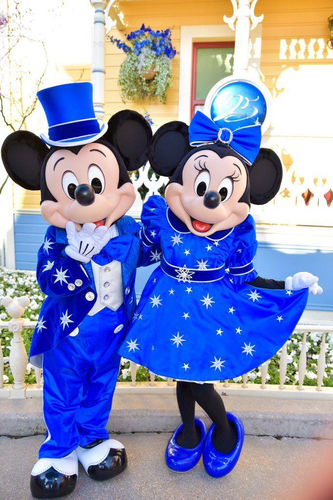 Mickey & Minnie striking a sweet pose during the 25th Anniversary Celebration at Disneyland Paris